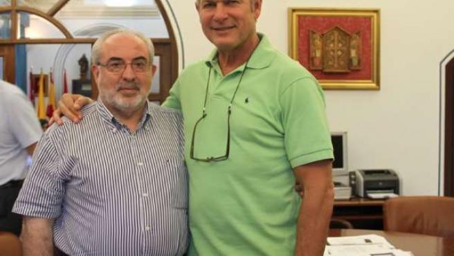 El Presidente De La UCAM Y El Viceministro De Deportes Cubano Alberto Juantorena
