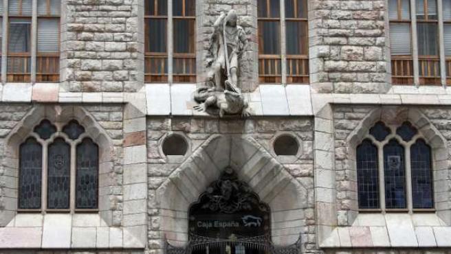 Fachada Del Edificio Botines, Sede De Caja España-Duero