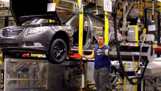 Imagen de una factoría automovilística.