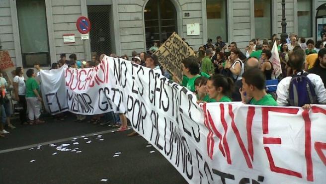 Un momento de la manifestación de este martes en contra de los recortes en educación.
