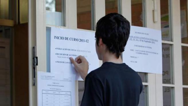 Un alumno en el instituto Príncipe Felipe (Fuencarral).