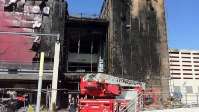 Estado en el que ha quedado el centro comercial de Rivas tras el incendio.