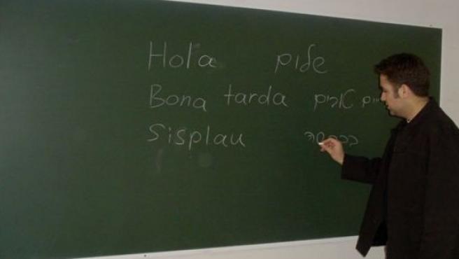 Estudiantes de catalán en un aula.