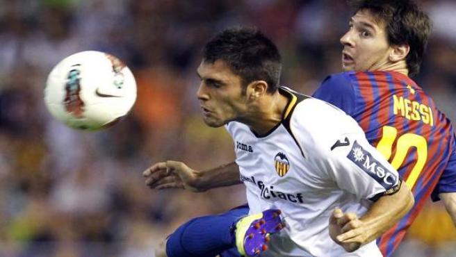 Víctor Ruiz y Messi, en Mestalla.