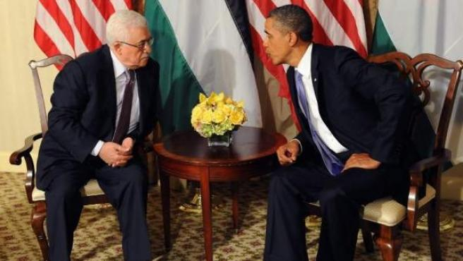El presidente estadounidense, Barack Obama, se reúne con el mandatario palestino, Mahmud Abás, en el hotel Waldorf Astoria de Nueva York.