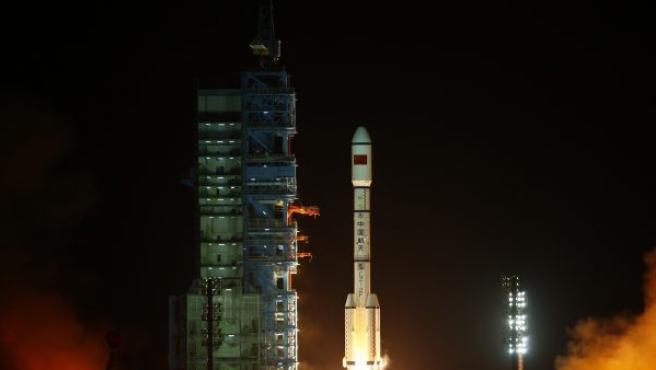 Instante del lanzamiento del módulo espacial desde la base Jiuquan Satellite Launch Center.