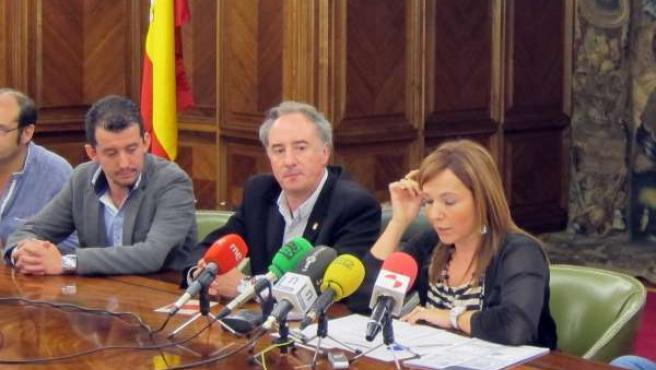María José Álvarez (D) Y A Su Lado Juan Pablo García