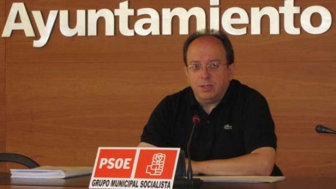 Carlos Navajas, Durante La Rueda De Prensa