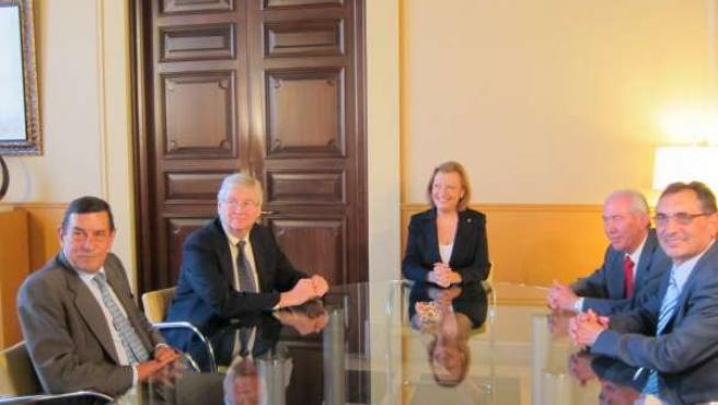 La Presidenta Del Gobierno De Aragón Reunida Con El Presidente De GM Europa