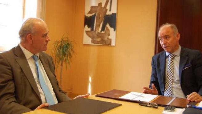 El Secretario Xeral De Emigración, Santiago Camba, Firma Un Convenio