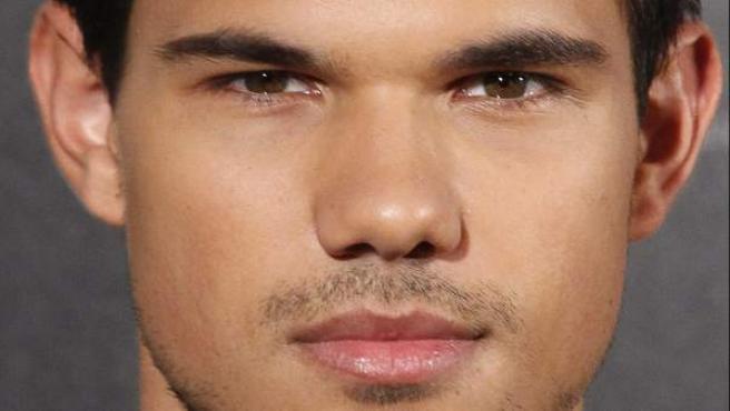 Primer plano del actor Taylor Lautner, durante la promoción en Madrid de Sin salida.