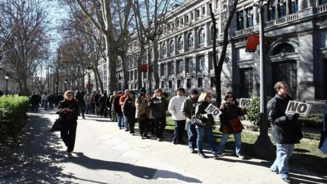 Cola de parados que pretendía enlazar el Congreso con el Palacio de La Moncloa, a la altura del Paseo del Prado.