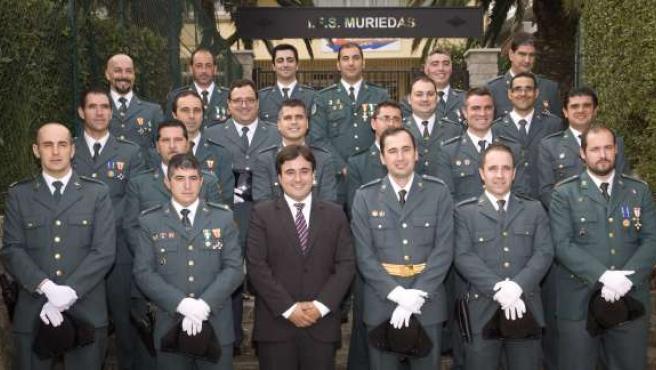El Alcalde De Camargo Junto Con La Guardia Civil En El Municipio.