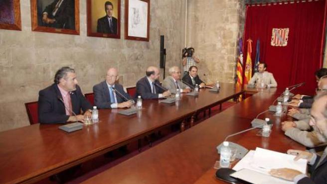Bauzá Recibe A Los Autónomos En El Consolat De Mar.