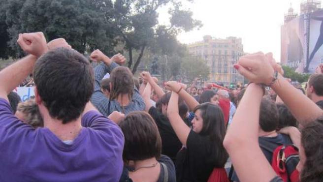 Concentración En Plaça Catalunya Contra Las Detenciones Del 15M