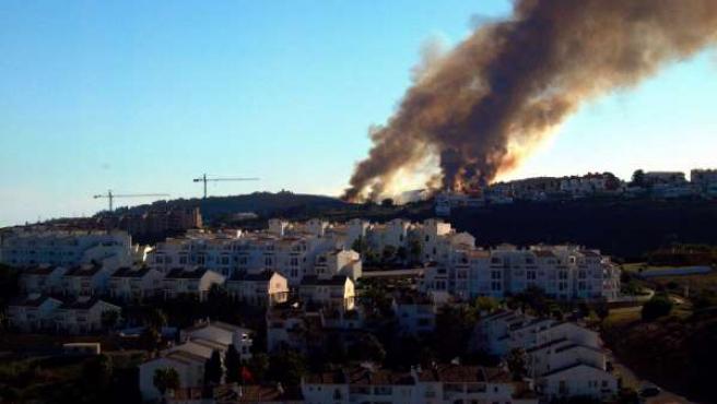 Incendio Forestal En Manilva (Málaga) Humo Fuego Casa Vivienda