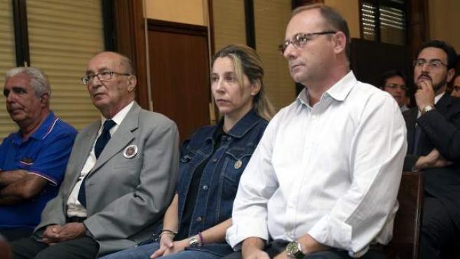 Los padres de Marta del Castillo, en la primera sesión del juicio.
