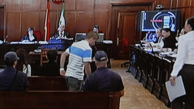 Miguel Carcaño, asesino confeso de Marta del Castillo, durante la segunda jornada del juicio por la violación y muerte de la joven en la Audiencia Provincial de Sevilla.