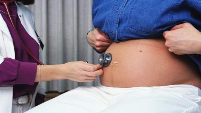Una embarazada en su revisión médica.