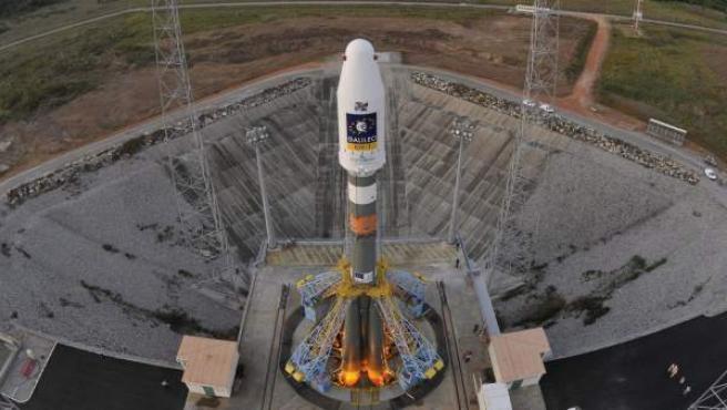 Imágenes del cohete que llevó a órbita al las dos primeras sondas del satélite Galileo.