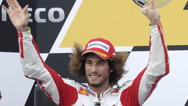 Marco Simoncelli en una imagen de archivo tomada tras acabar segundo en el pasado Gran Premio de Australia.