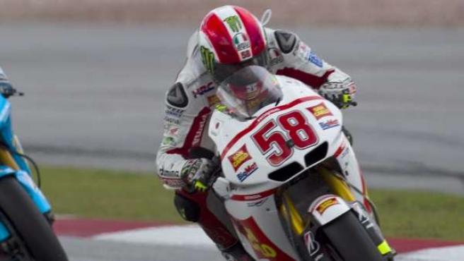 El piloto italiano de MogoGP Marco Simoncelli (dcha), de Honda RC 212 V, y el español Álvaro Bautista, de Suzuki.