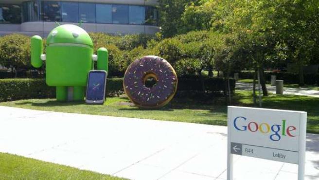 La mascota de Android a las afueras de las oficinas de Google.