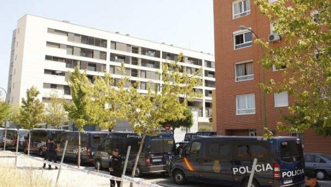 Decenas de policías nacionales tomaron la calle para evitar que el 15-M paralizara un desahucio.