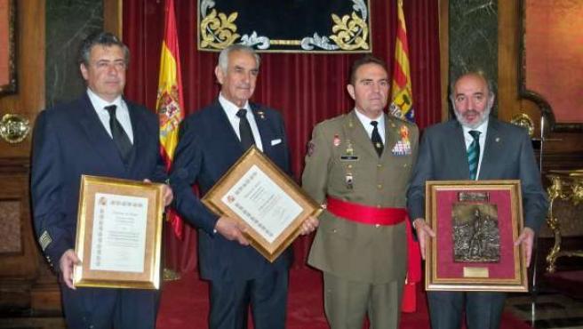 El Comandante Militar, Junto A Los Premiados