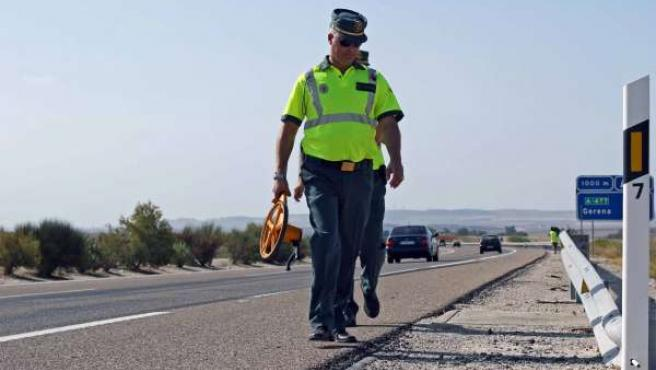 Efectivos De La Guardia Civil Trabajan Tras Un Accidente