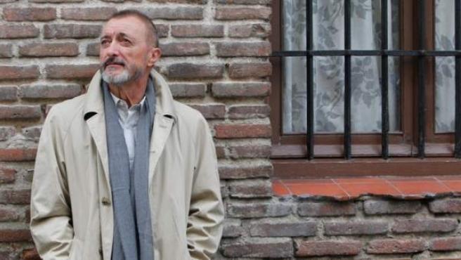 Nacido en Cartagena en 1951, Reverte fue reportero de guerra durante 21 años. Es autor de 'El maestro de esgrima', 'La carta esférica', 'La reina del sur'...