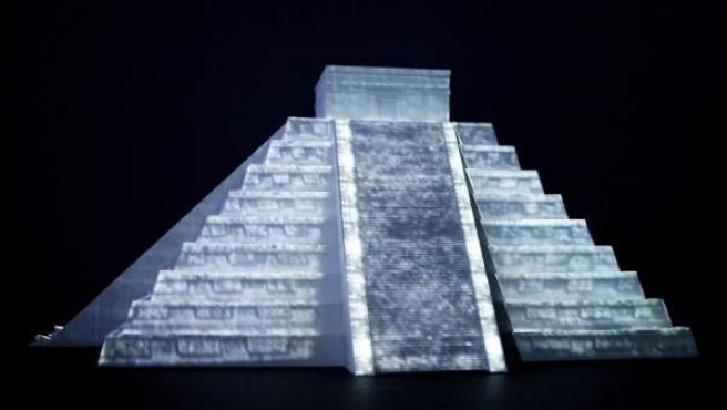 Fotografía de una pieza de la exposición 'La sociedad y el tiempo maya' que se exhibe en el Museo del Oro de Bogotá (Colombia).