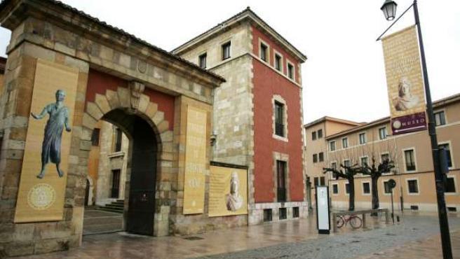 Fachada Del Instituto Bíblico Y Oriental De León