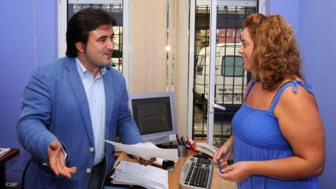 Diego Movellán Visita La Oficina De Información Al Consumidor De Camargo