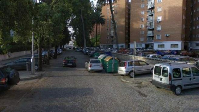 Captura de Google Street View de la calle Tabladilla, en Sevilla, donde dos jóvenes han fallecido en un accidente de tráfico.