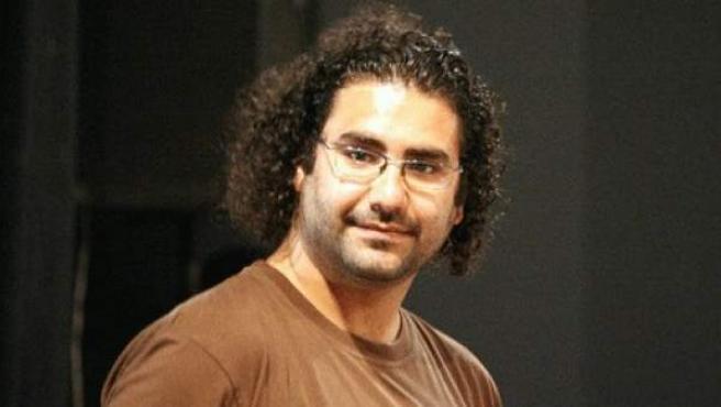 El bloguero Aala Abdel Fatah, que ha ingresado en prisión preventiva tras ser acusado de incitar a la violencia en una protesta de cristianos coptos en Egipto el pasado 9 de octubre.