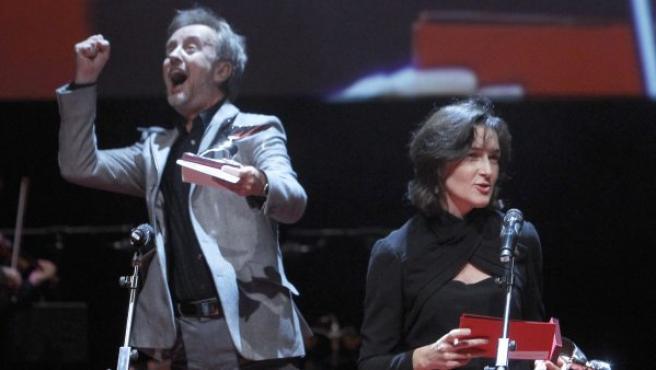 Carlos Hipólito, tras recibir su premio en la ceremonia de este lunes de los premios de la Unión de Actores.
