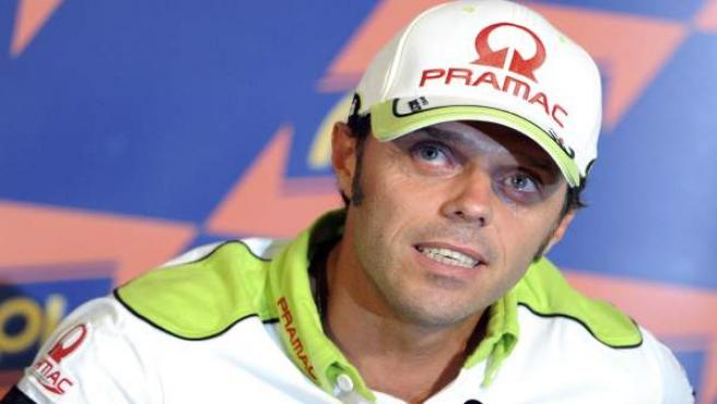 El piloto italiano del Pramac, Loris Capirossi, emocionado en San Marino.