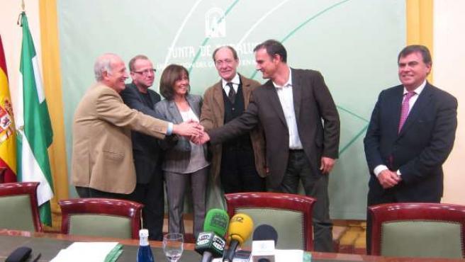 El Consejero Díaz Trillo Con Grupos De Desarrollo Rural Y Gypaetus