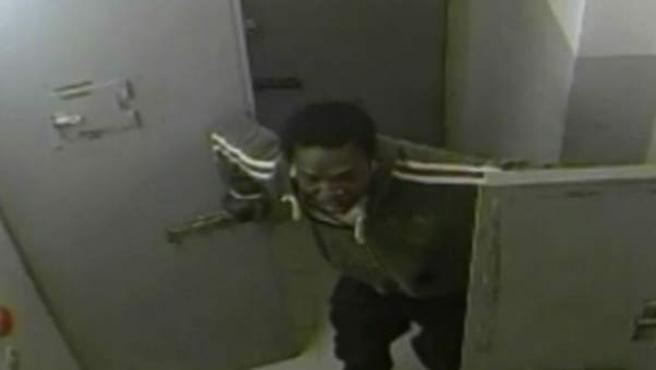 Imagen del vídeo en el que Saidou Gadiaga murió en una celda a causa de un ataque de asma.