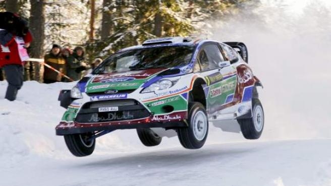 El piloto finés Mikko Hirvonen (Ford) y su copiloto, el finlandés Jarmo Lehtinen.
