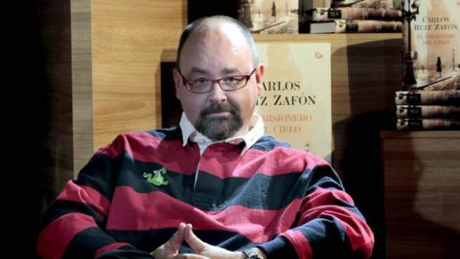 El escritor Carlos Ruiz Zafón.