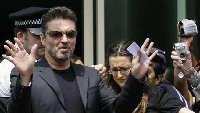 George Michael, a su salida de un juzgado de Londres en una imagen de archivo.