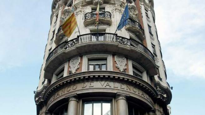 Fotografía de archivo tomada el 7 de noviembre de 2011 que muestra la fachada de la sede central del Banco de Valencia (en la ciudad de Valencia).