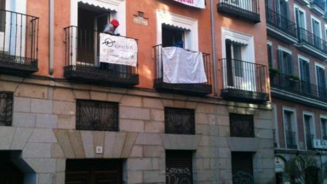 Los nuevos 'inquilinos' han colgado pancartas reivindicativas en la fachada