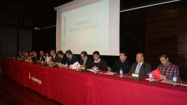 Miembros Del Consejo Antes Del Inicio De La Asamblea Celebrada Esta Mañana