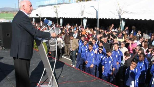 Alonso Durante La Inauguración