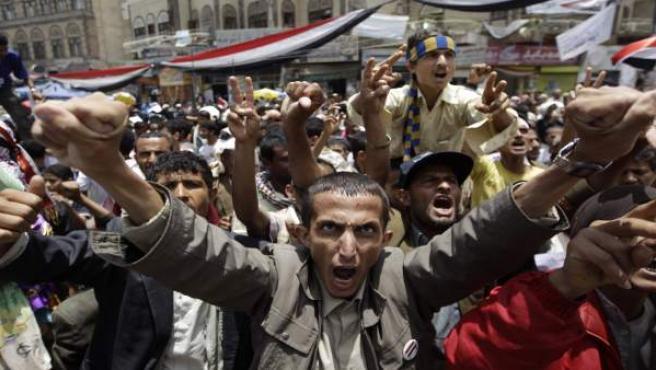 Miles de manifestantes yemeníes piden la renuncia de su presidente, Alí Abdalá Saleh.