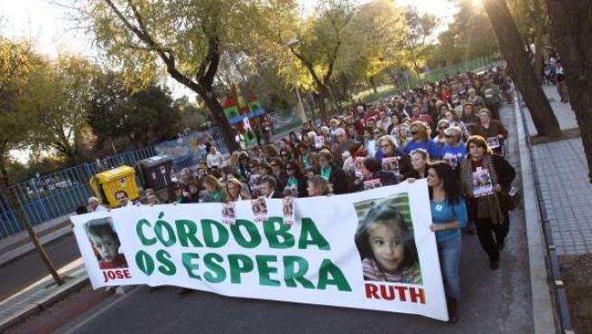 Imagen de la marcha para exigir el regreso de los dos hermanos, de 2 y 6 años, desaparecidos el pasado 8 de octubre en Córdoba.