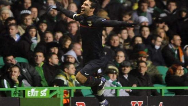 Arda Turan celebra el gol ante el Celtic.
